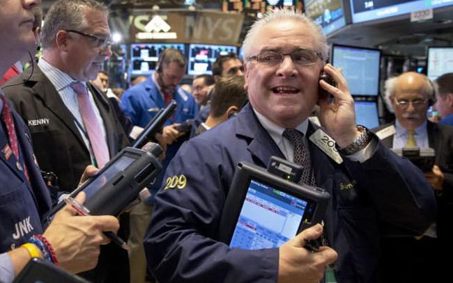 Số liệu kinh tế khả quan, Dow Jones hồi phục hoàn toàn sau mức giảm trong năm 2020, S&P 500 lần đầu đóng cửa trên mốc 3.500 điểm